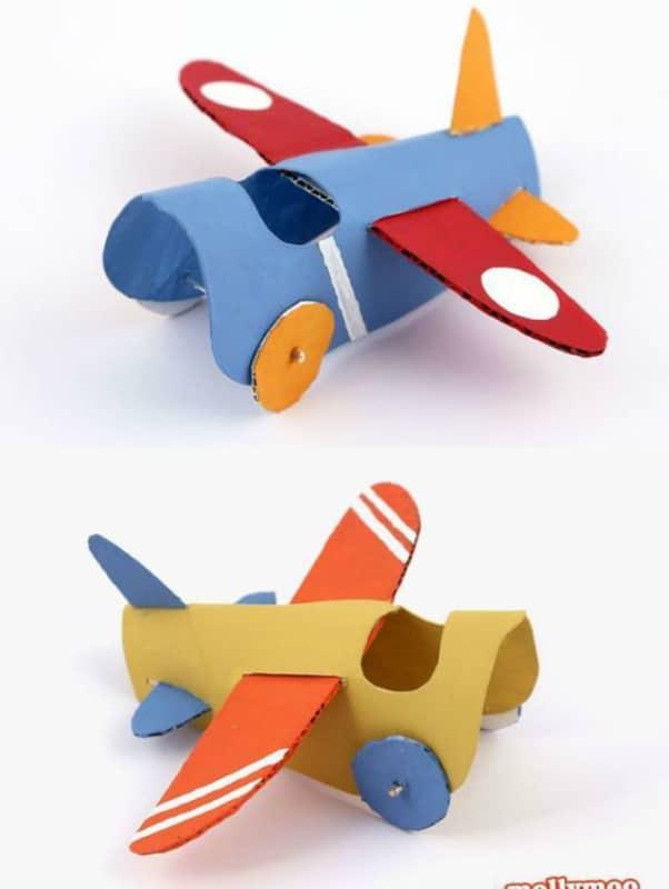 Um avião totalmente feito de rolinhos