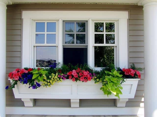 floreira de janela branca