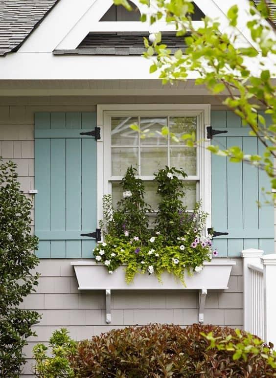 floreira de janela de alvenaria branca