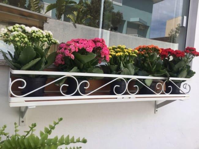 floreira de janela de ferro branca