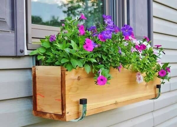 floreira de janela de madeia reciclada