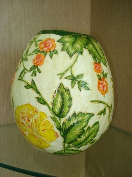 vaso decorado e feito em papietagem