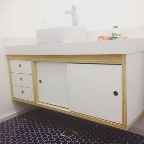 gabinete branco para banheiro em compensado naval
