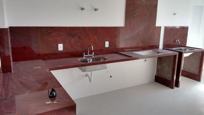 Cozinha com granito vermelho