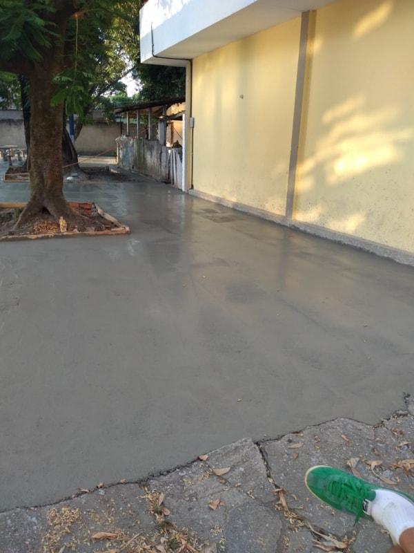 concreto na calçada