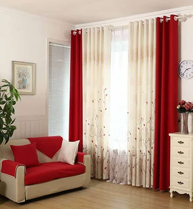 cortina vermelha em salas grandes