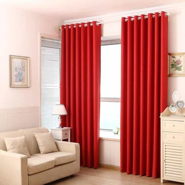 linda cortina vermelha no quarto