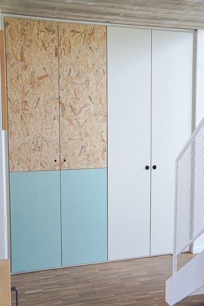armario com porta em OSB