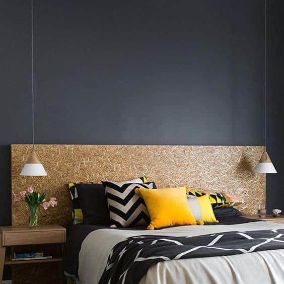 quarto decorado com cabeceira de OSB