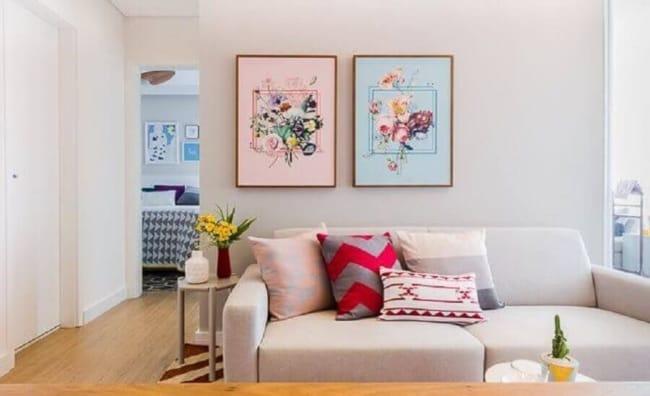 Apartamento decorado com estilo simples e colorido