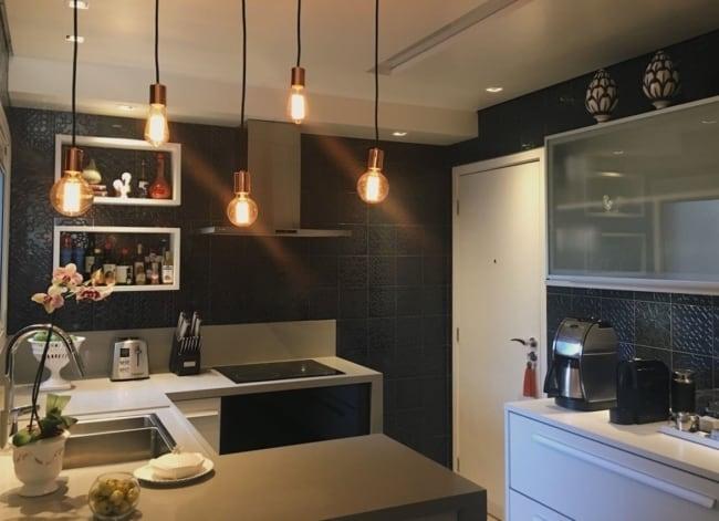 Apartamento decorado com modernidade e projeto luminotecnico