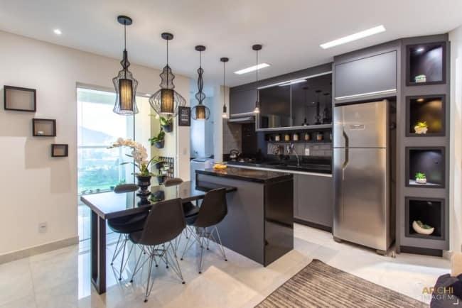 Apartamento decorado com modernidade e vista para o mar
