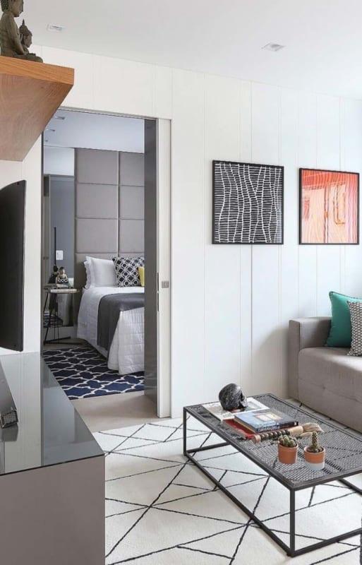 Apartamento decorado com simplicidade e praticidade