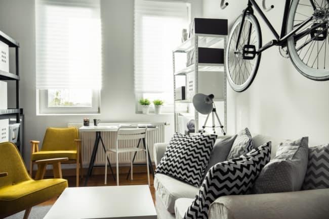 Apartamento decorado utilizando cada espaco disponivel