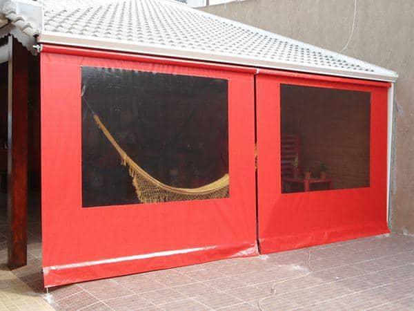 Modelo de toldo cortina vermelho com visor