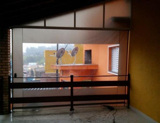 Toldo cortina com visor da area interna do ambiente