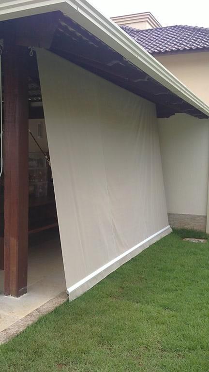 Toldo cortina de lona oferece uma otima opcao para proteger o local