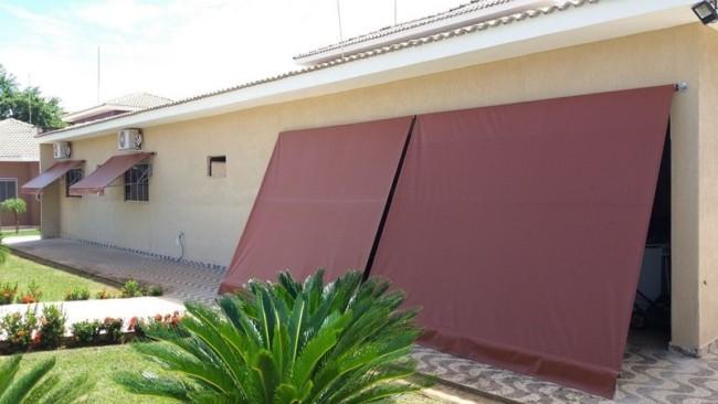 Toldo cortina de lona pode ser usado em diversos ambientes