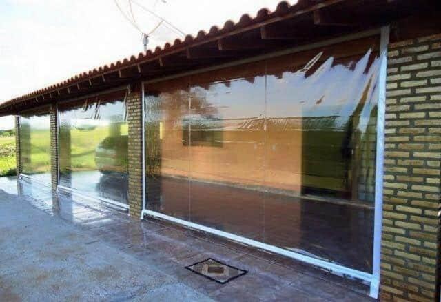 Toldo cortina transparente e uma otima opcao para proteger o ambiente sem perder a luminosidade do local