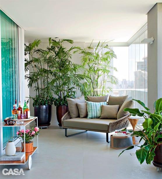 Varanda decorada com plantas sao uma tendencia no mercado