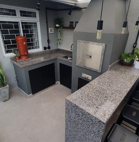 area da churrasqueira com granito cinza ocre itabira
