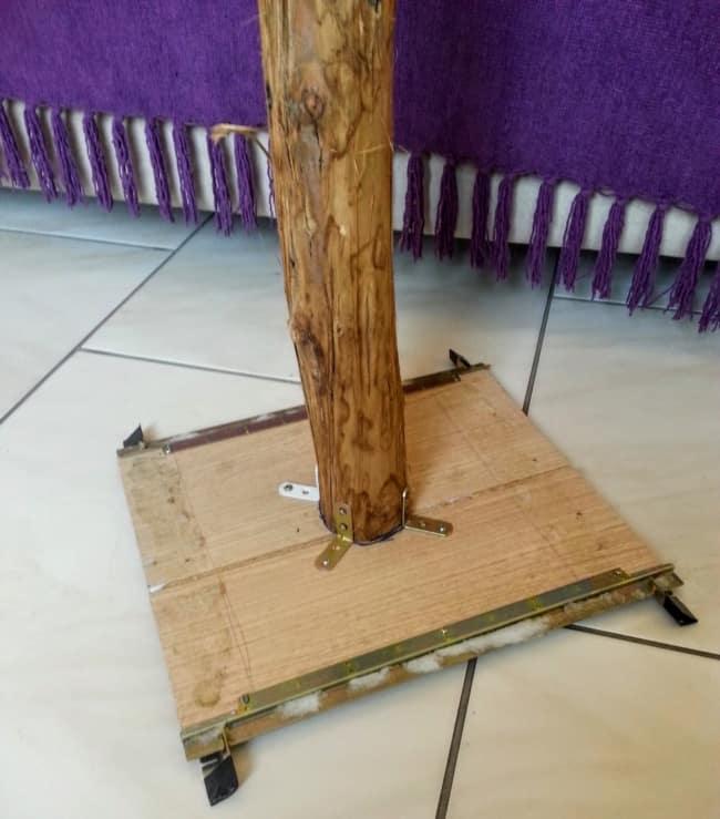 arranhador para gatos de madeira