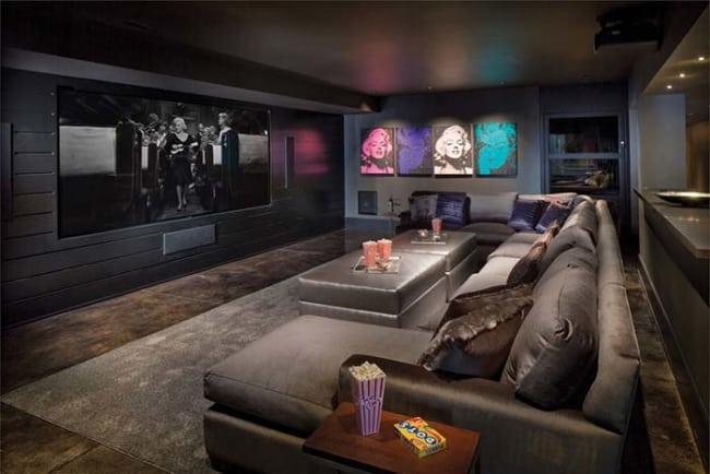 sala de estar cinza com quadros coloridos 01