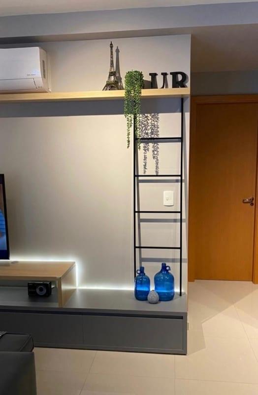 decoracao moderna para sala com escada decorativa demetal