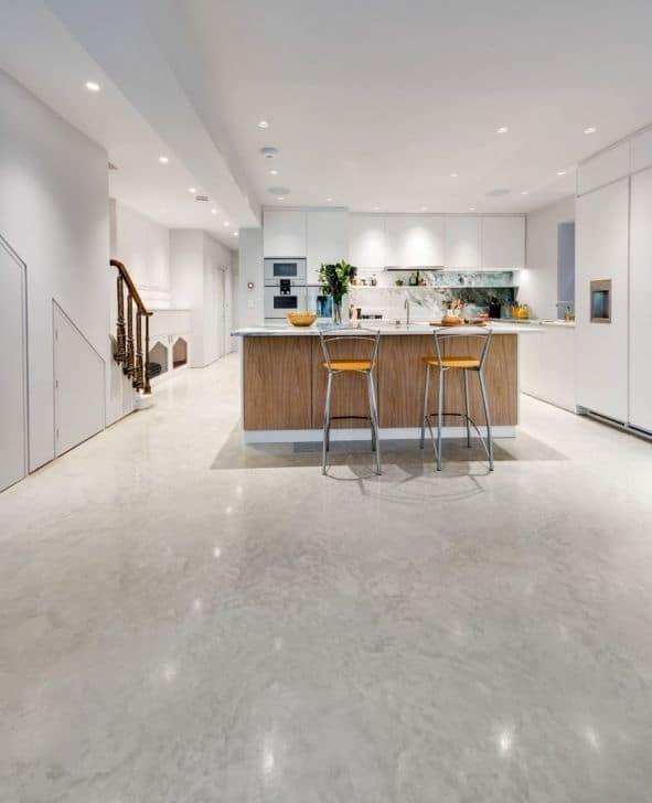 cozinha moderna com piso de concreto polido