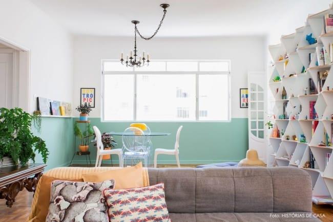 sala de jantar com meia parede verde menta