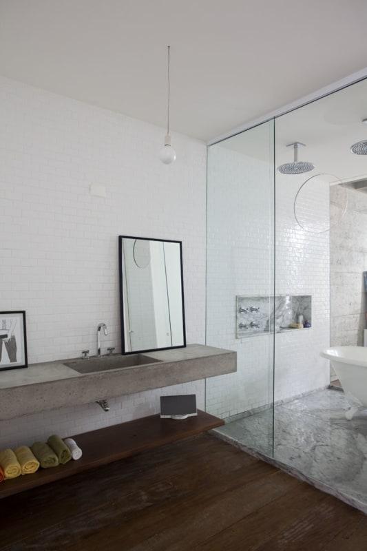 bancada de banheiro em concreto polido