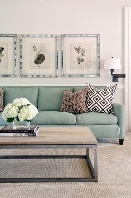 sala com sofa verde menta e tapete bege