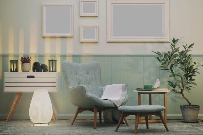 sala com painel verde menta em meia parede