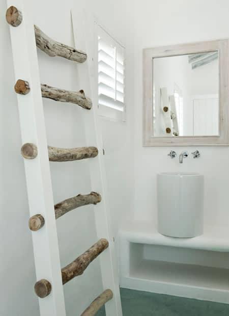 escada decorativa branca com degraus rusticos