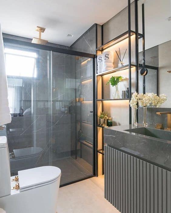 banheiro moderno com estante de ferro