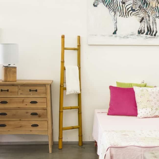 escada decorativa de bambu na decoracao do quarto