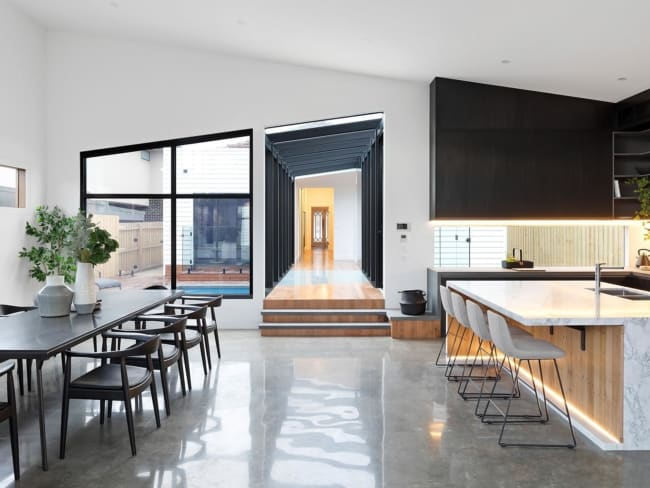 casa moderna com piso de concreto polido
