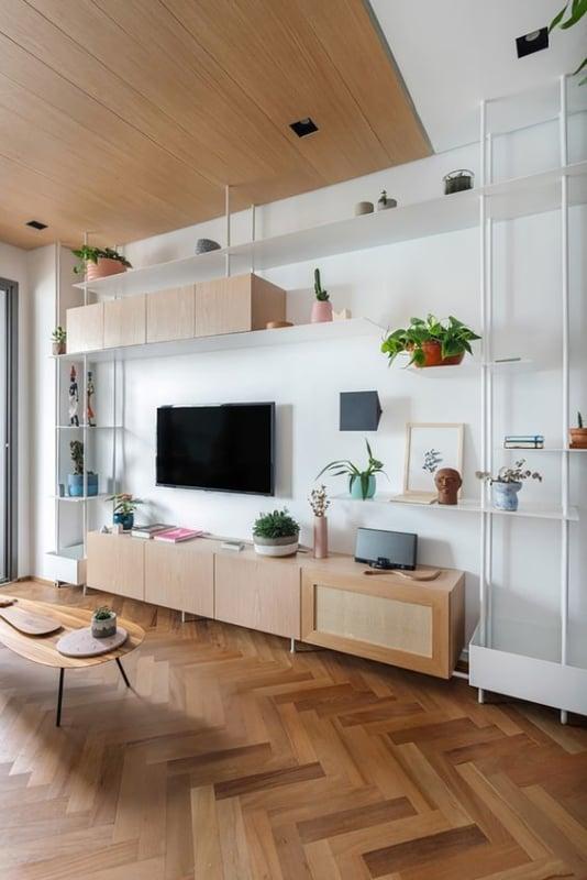 sala com estante industrial branca
