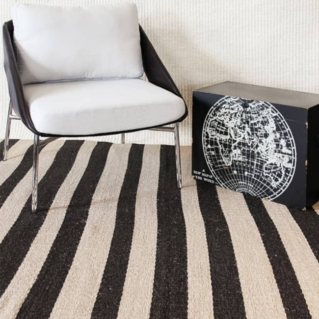 lindo tapete listrado preto e branco