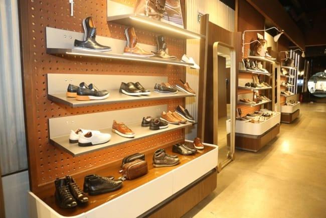 expositor moderno para loja de calcados