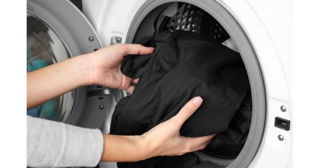 passo a passo para lavar roupa preta