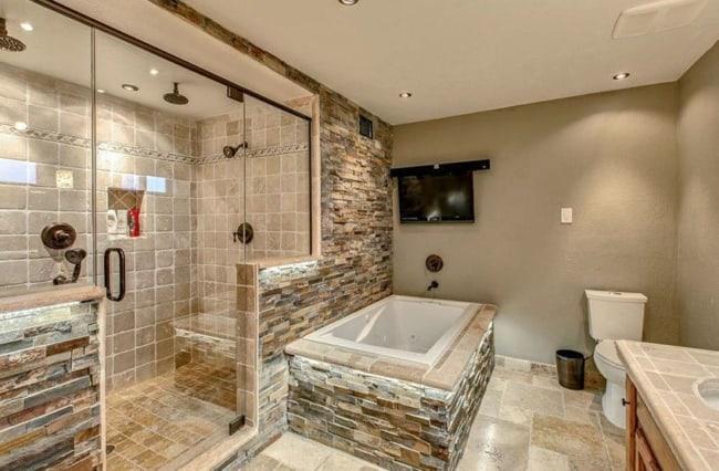 banheiro rustico com piso de pedra