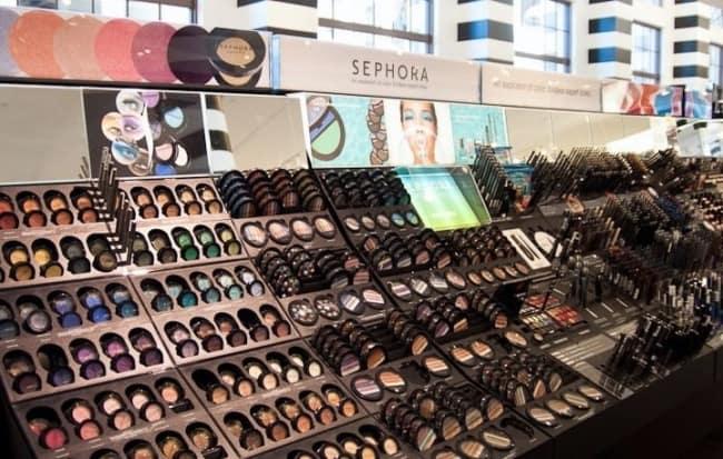 loja de maquiagem com expositor