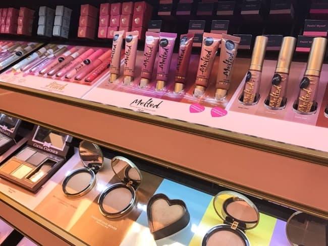 como organizar loja de maquiagens
