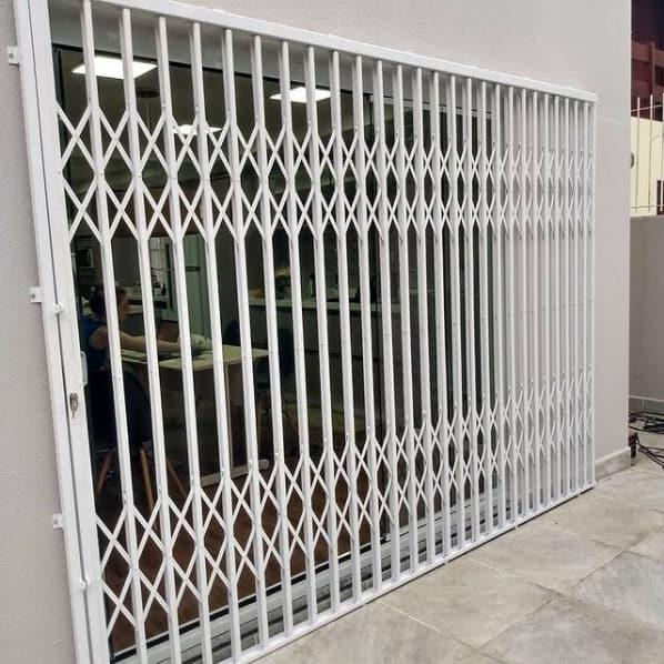 grade externa do tipo porta pantografica