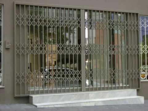 fachada comercial com porta pantografica