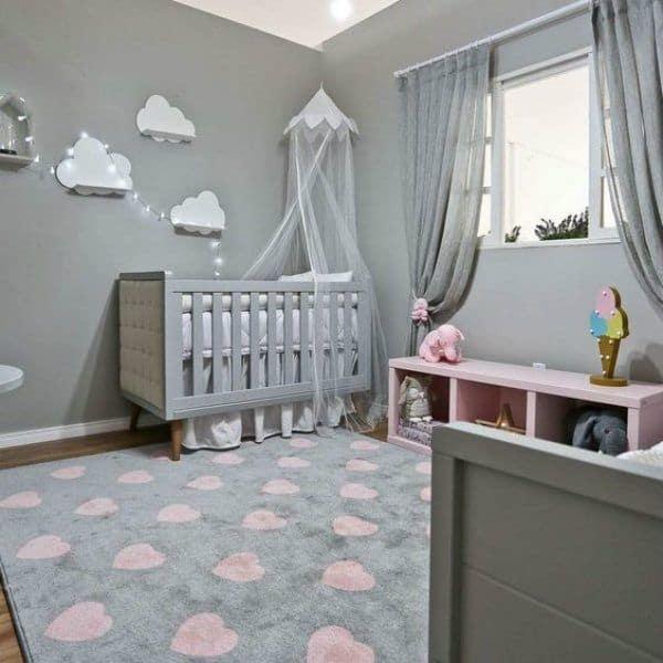 quarto de bebe cinza com rosa claro