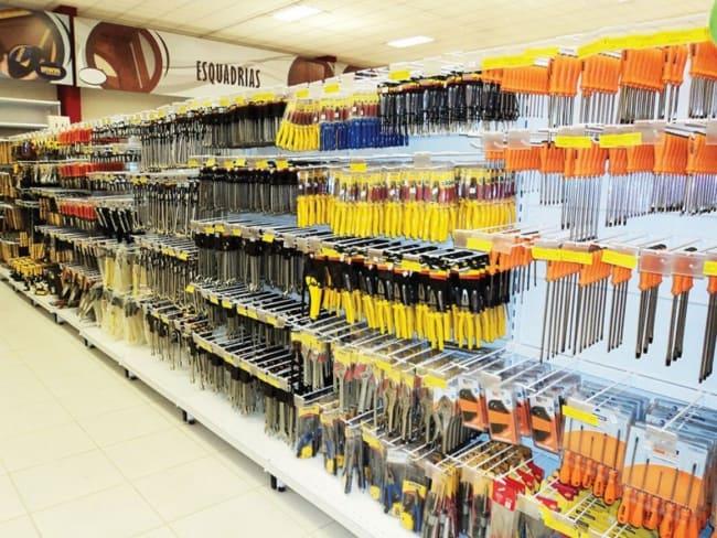 expositor e organizacao de loja e ferramentas