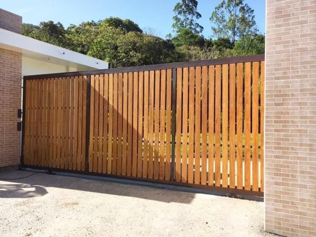 portao simples de madeira deslizante