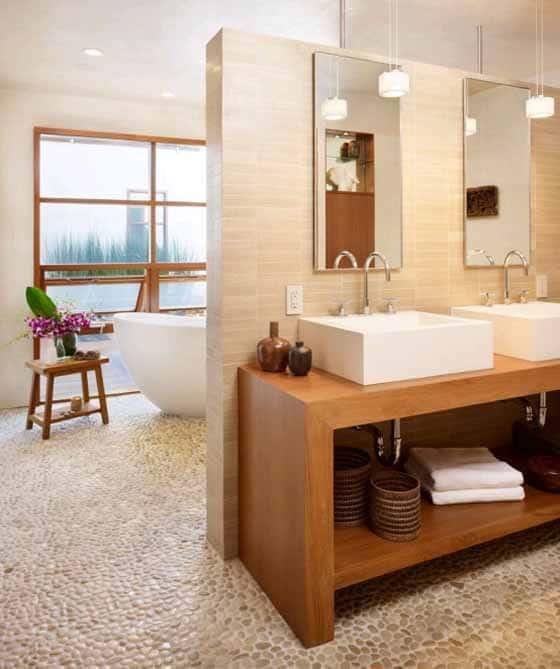 banheiro moderno com piso de pedra natural